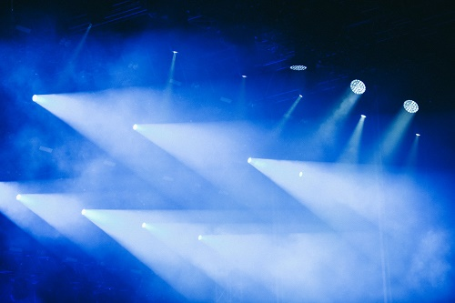 les événements plus émouvants grâce aux lyres LED